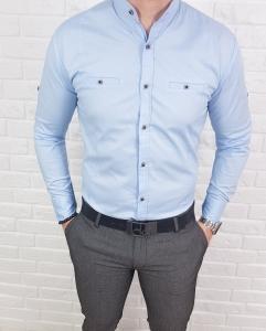 Jasnoniebieska koszula ze stojka kwadratowe guziki