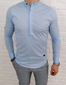 Jasnoniebieska meska koszula ze stojka i zakrytymi guzikami