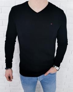Czarny meski sweter w serek znaczek 3454