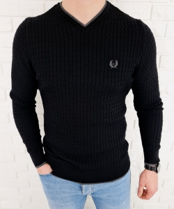 Czarny sweter w serek znaczek 402